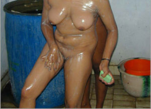 naked bath aunty pic