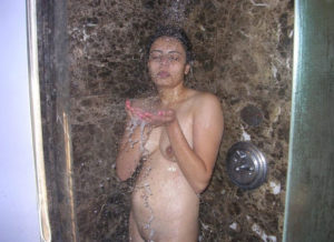 naked bathing bhabhi xxx