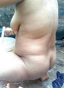 naked bhabhi bath hot pic