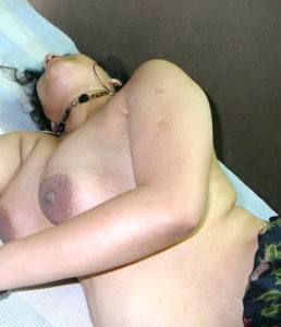naughty indian aunty big titts