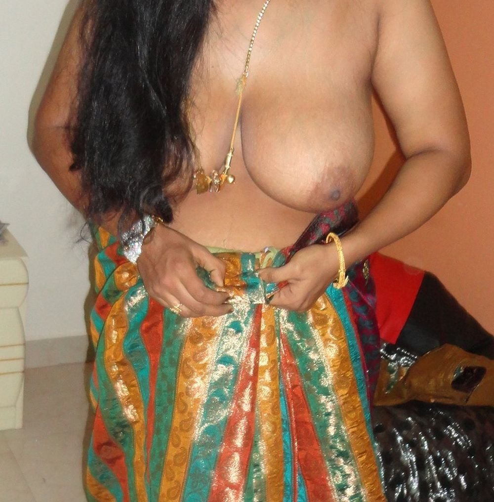 Out the Nude indian girl in saree