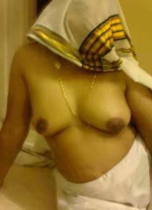shy bhabhi boobs show