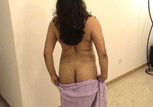 desi ass naked pic