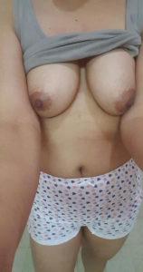 hottie babe nude boobs