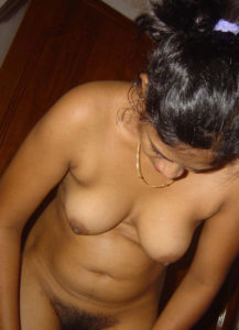 nude small boobs pic