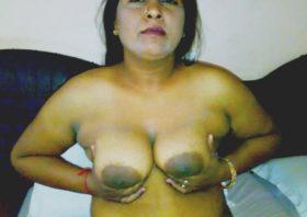 sexy aunty huge desi boobs