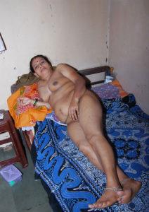 sexy naked horny aunty