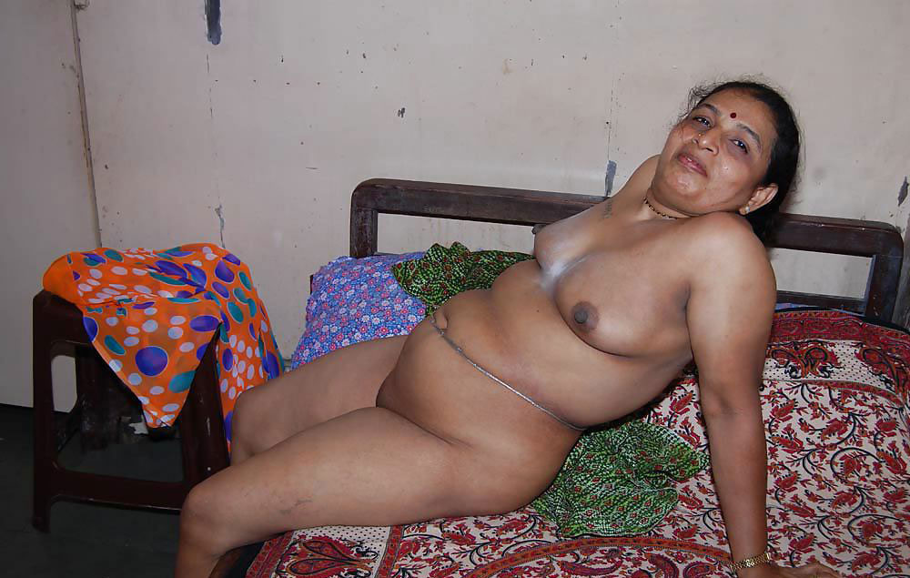 Nude and naughty aunties