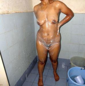 hot naked bathing bhabhi