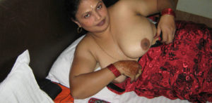 indian naked aunty boobs