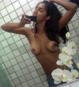 sexy babe selfie nude