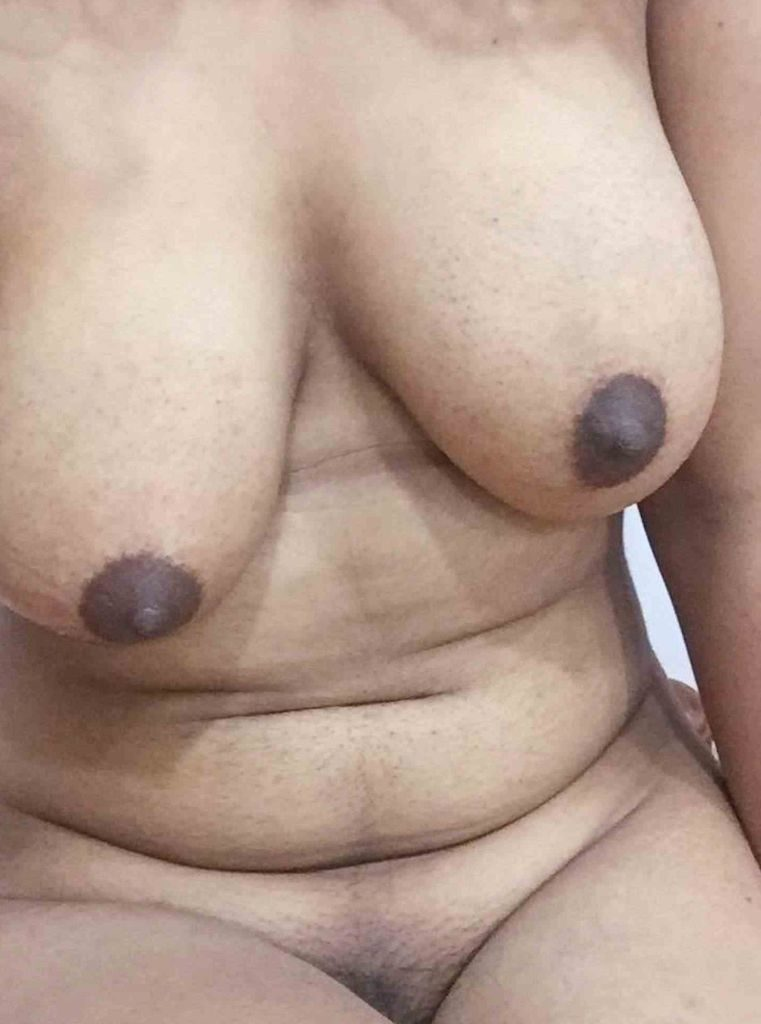 sri lankan aunties topless pic